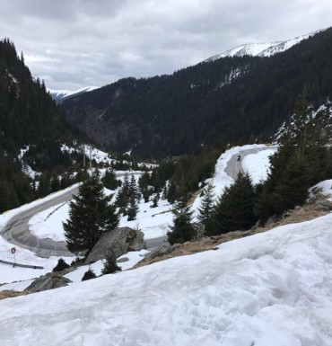 Spring melts the snow on Transfagarasan